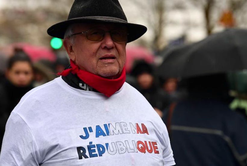 673e9abd5d2d8 Is France on the verge of class war between Yellow Vests and Red Scarves